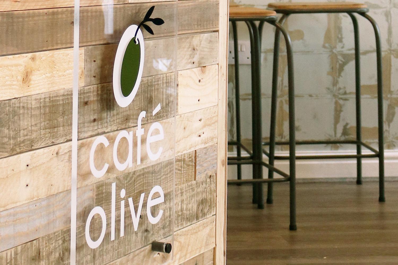 zeki-michael-design-cafe-olive-kendal-sign