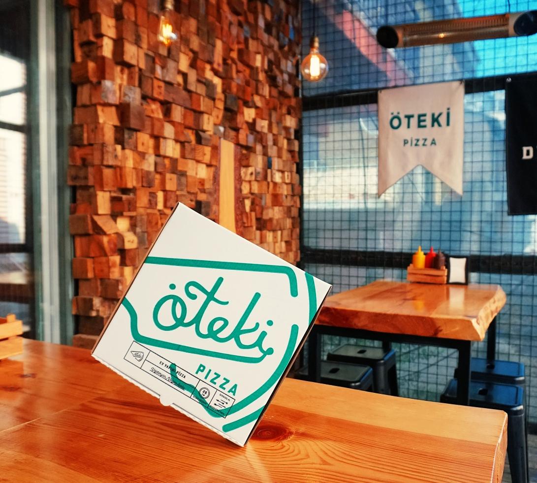 oteki-pizza-white-box-packaging-food-beverage-branding-lettering-type-design-freelance-studio-new-york-italian-turkish-young-talent.jpg